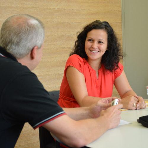 Helena Kirchmayr bei einem Interview mit Volksblatt-Redakteur Harald Gruber